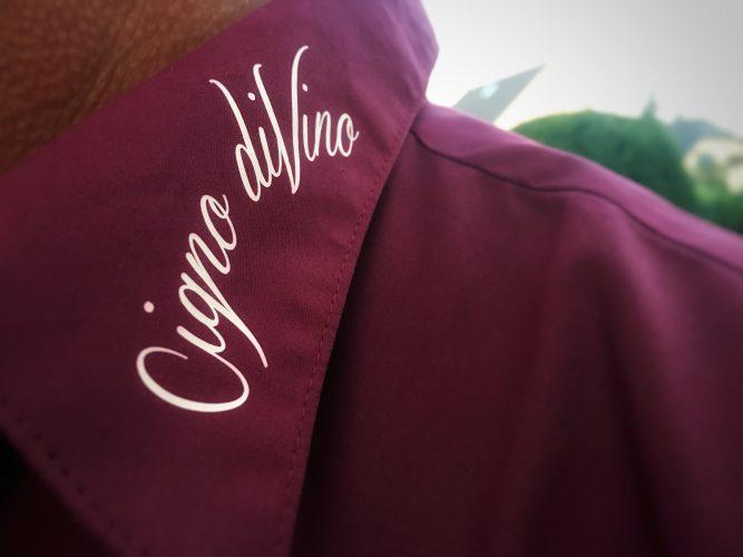Das Cigno diVino Logo auf unseren Hemden